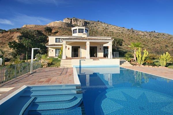 Villa For Sale in Benahavis (Marbella Club Golf Resort)