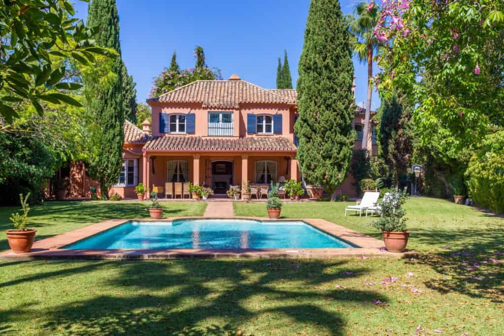 luxury villas perfect for renovation in guadalmina baja